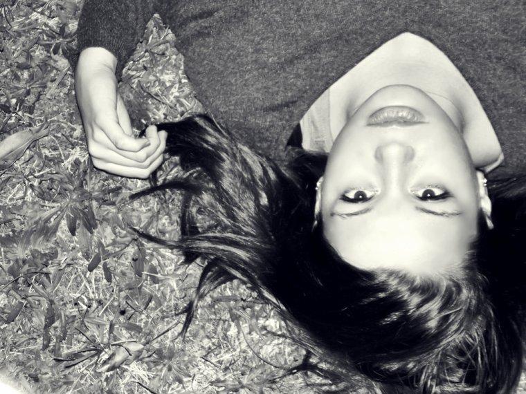 →N'as tu jamais remarqué que les personnes les plus tristes ont toujours les plus beaux sourires ? (Kid Cudi) ....•