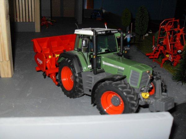 Fendt 824 & planteuse à P.D.T Grimme GL 34 Z