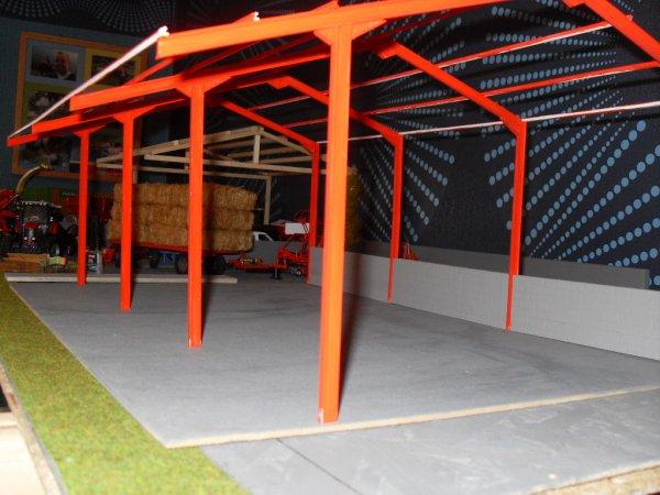 hangar baa 32 en kit debut de la peinture et collage. Black Bedroom Furniture Sets. Home Design Ideas