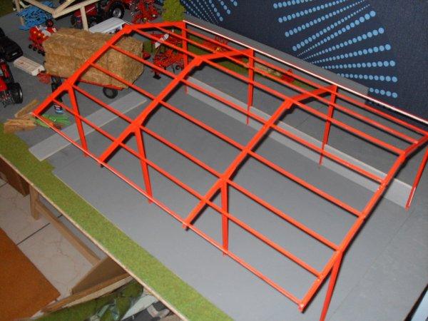 Hangar BAA 32 en kit : debut de la peinture et collage