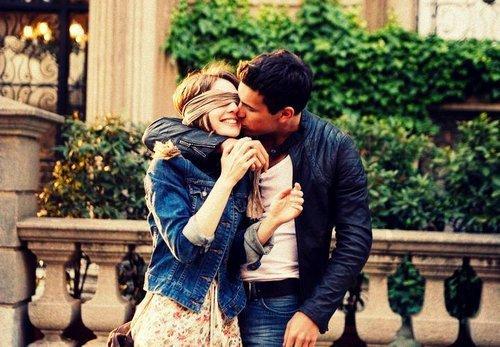 - Je t'aime plus que tu ne peut imaginer. - C'est-à dire ? - 3 mètres au dessu du ciel