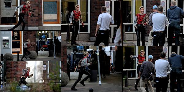.11/10/18 - Kristen Stewart a été aperçue sur le tournage de son prochain film Charlie Angels à Hamburg (Allemagne). Kristen est sur le tournage de son prochain film Charlie Angels en Allemagne j'espère avoir plein de photo tout arrive dans la journée. .