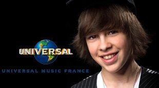 il signe un contract avec universal MUUSIC <3 :O .