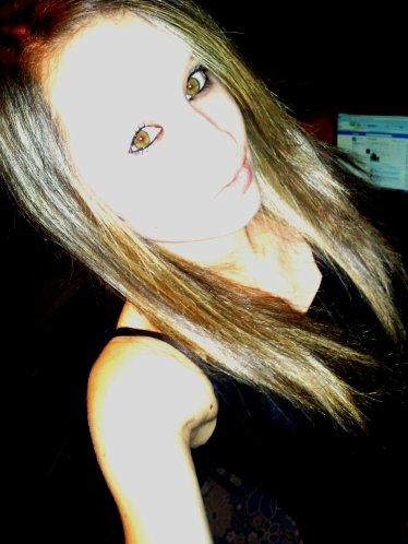 « Le temps passe, les choses changent, les gens nous font sourire et nous déçoivent, parfois on continue sans y prêter attention, mais au fond, on oublie rien, on sourit en disant que tout va bien. »