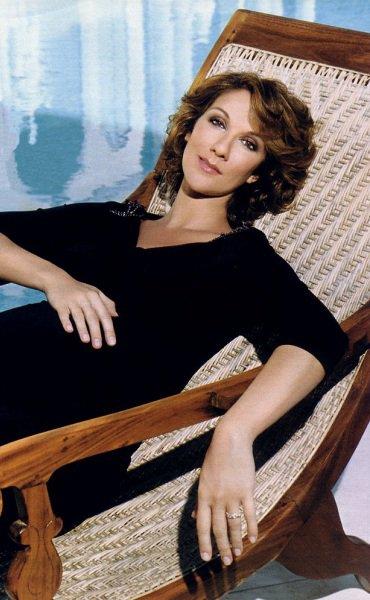 En juin 2000, Céline Dion annonce sa première grossesse...