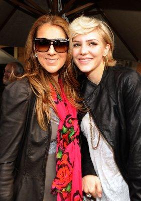 """En 2010, Céline Dion participe à """"We are the world"""" pour Haiti..."""