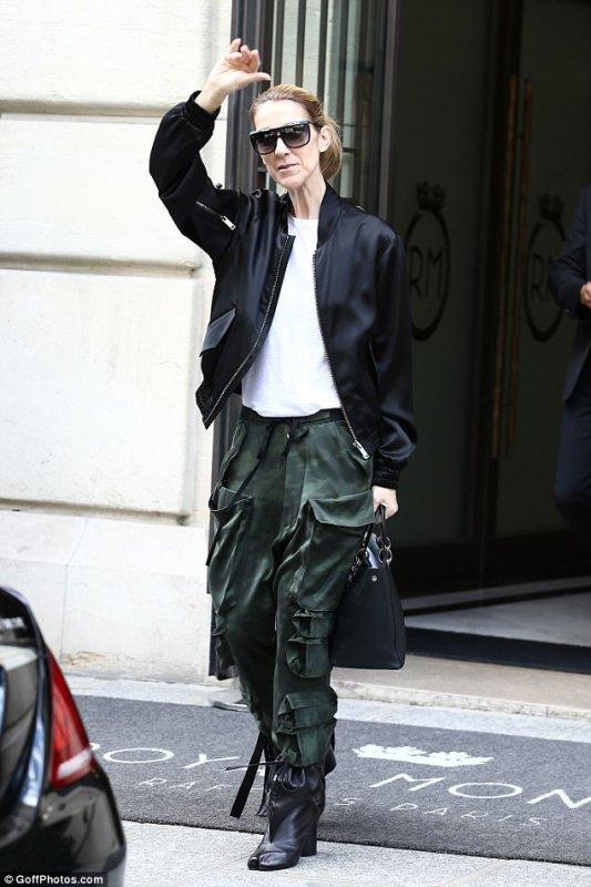 Céline Dion à la sortie de son hôtel parisien le 5 août 2017...