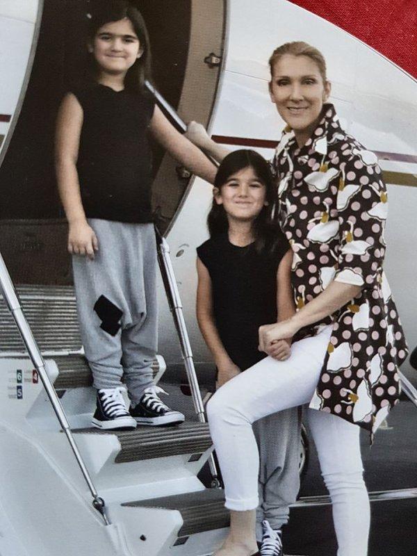 Céline Dion : Ses jumeaux Eddy et Nelson si mignons en lunettes et looks assortis...