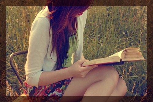 * * Le roman est l'histoire éternelle du coeur humain. L'histoire vous parle des autres, le roman vous parle de vous. { Alphonse Karr } * *