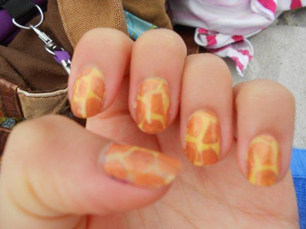 Nail-art girafe
