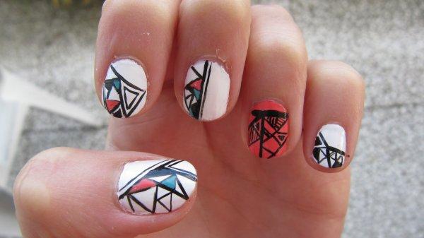 Nail-art Aztèque 3 couleurs