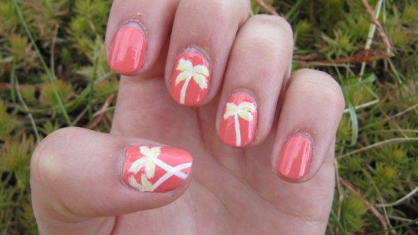 Nail-art palmier couleurs pastelles