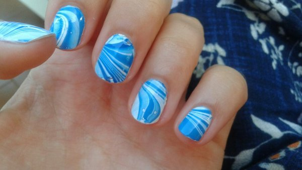 Water marble bleu et blanc