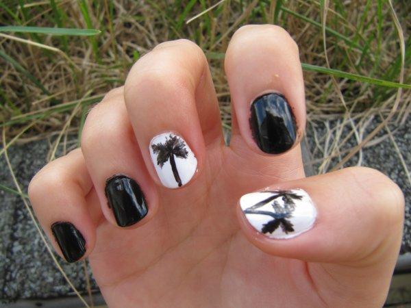 Nail-art palmier noir et blanc