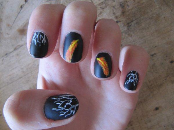 Nail-art plume enflammée - Le labyrinthe la terre brulée