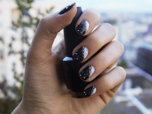Nail-art dentelle chic