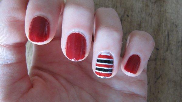 Nail-art débutant - ligne rouge et noir