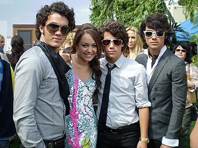 jonas-brothers and miley cyrus