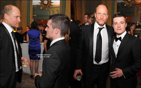 . Hier soir, samedi 28 avril 2012, Josh Hutch. s'est rendu à l'hôtel Hilton Washington, à Washington D.C, à un dîner organisé par le président américain, Barack Obama. Sur une des photos, on peut le voir avec Woody Harrelson (Haymitch, dans Hunger Games)..