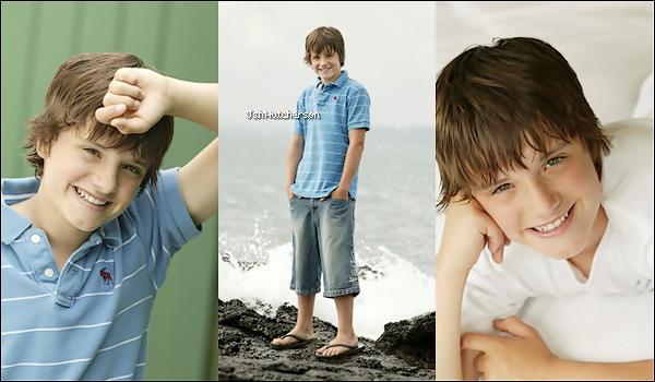 . Découvrez ou redécouvrez un photoshoot complet de Josh datant de 2006 lorsqu'il avait 13 ans et demi. .