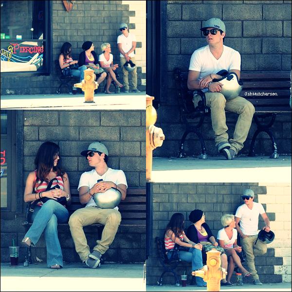 . Dimanche 15 juillet, Josh a été aperçu sur sa moto ainsi qu'en compagnie de sa maman et de sa tante devant un salon de tatouage/piercing se trouvant à Los Angeles. .