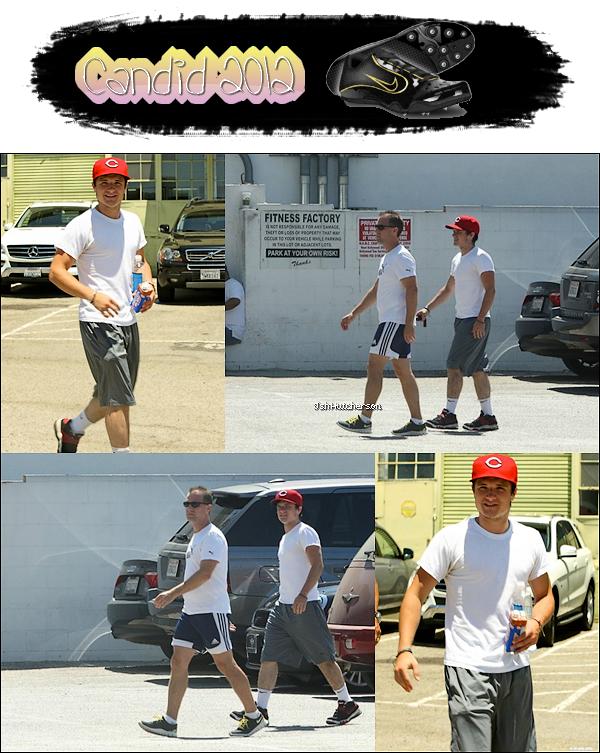 . Vendredi 20 juillet 2012, Josh a été aperçu en compagnie de son père Chris (avec le tee-shirt blanc Puma) et d'un ami après un court de sport.__________________________________________ Josh porte toujours sa casquette rouge, j'adore *.* ♥..