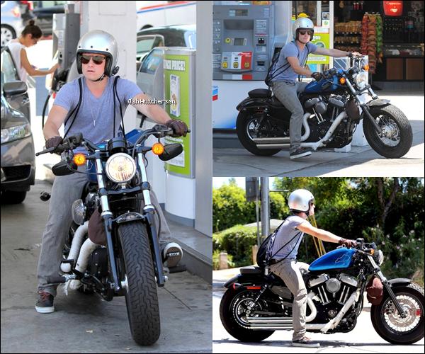 . Vendredi 27 juillet, Monsieur Hutcherson a de nouveau été photographié devant une salle de sport après s'être entraîné pour Catching Fire car le tournage du film devrait commencer bientôt -aucune date précise-..