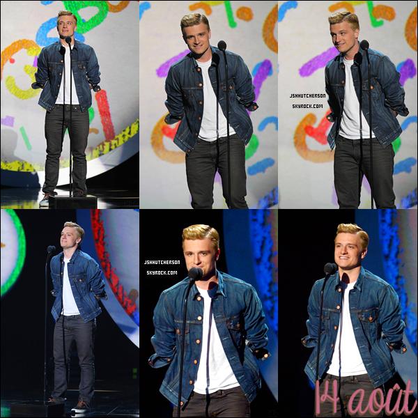 """. Le mardi 14 août, Joshua était présent aux """"CBS 'sTeachers Rock Special Live Concert"""" qui ont eu lieux à Los Angeles et est monté sur scène. La vidéo du show est ici. Top ou Flop ? Moi je dis top, j'adore sa veste en jean ! ♥ ."""