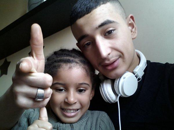 Ma ptite niece ! Elle es trop belle MAsha'Allah