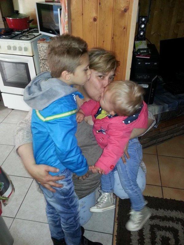 voici mon fils  mes fille et mes petit enfants jour fete de mere j etai gatè