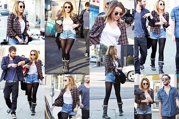 20 Janvier 2012 •  Miley et Liam se sont rendus au LA Observatory sur Hollywood Hills. J'adore la tenue de Miley , pour moi c'est un top !