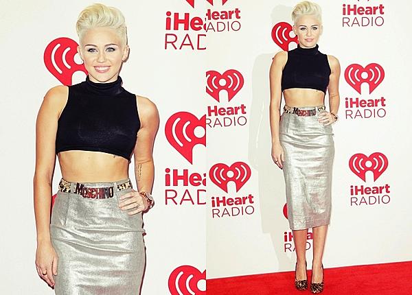 21 Septembre 2012  Miley Cyrus était bien présente au festival de musique iHeartRadio  à Las Vegas. Miley a présenté les performances de Lil Wayne avec Ryan Lochte.