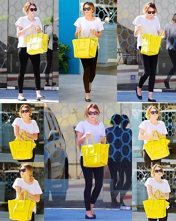 25 Février 2012 •  Miley Cyrus été à son cours de Pilates.