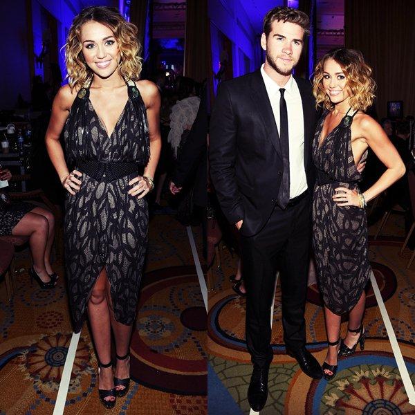 """24 Mars 2012 •   Miley s'est rendue avec sa mère, son petit-ami Liam à l'évènement caritatif Celebrity Fight Night  organisé par Muhammed Ali, où elle a chanté  """"You're Gonna Make Me Lonesome When You Go"""" ."""