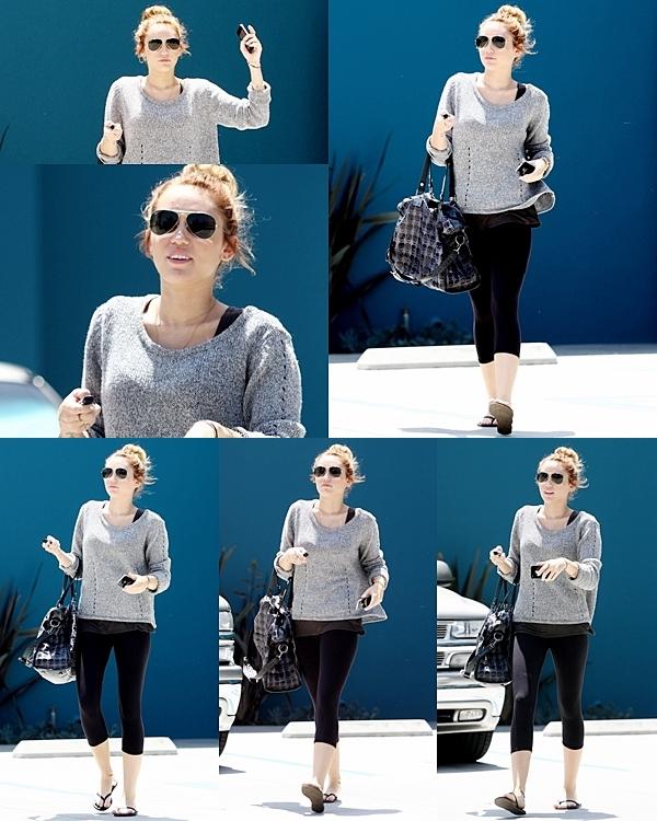 10 Mai 2012 •  Miley et Liam  sont allés faire du shopping dans Studio City.