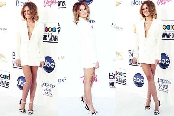 Suite des Billboards Award • Découvrez une vidéo sur le tapis où Miley parle de ses chiens ( encore ! ) mais elle confirme aussi qu'elle travaille sur un nouvel album.