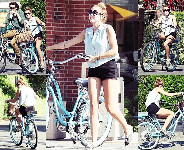 Le 29 Mai 2012 •  Miley a été vu faisant du vélo avec son frère Braison dans Toluca Lake.