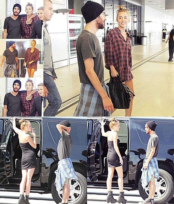 Le 13 Juin 2012 • Miley et Cheyne Thomas ont passé un moment à la piscine de leur hôtel à Miami.