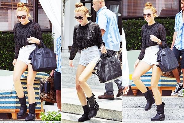 Le 15 Juin 2012 • Miley et son ami Cheyne ont été aperçus sur le balcon de leur hôtel à Miami. Puis ils ont quitté l'hôtel pour se rendre en studio d'enregistrement. Miley travaille sur son nouvel album avec Pharrell et Mac Miller. Le nouveau style musical de la chanteuse va changer du tout au tout d'après son producteur.
