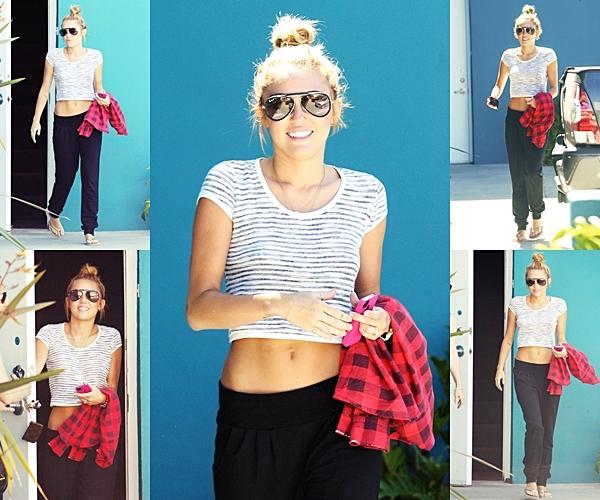 Le 30 Juin 2012 • Miley est allée à son cours de Pilate puis elle a été aperçu à Beverly Hills.