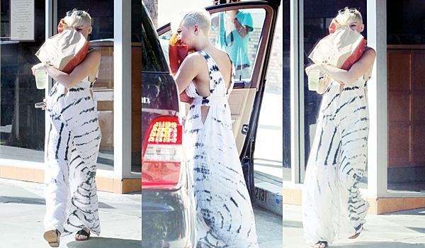 Le 29 Septembre 2012 • Miley et son fiancé Liam se sont balladés main dans la main à Santa Monica. Miley a adopté le coiffure Tintin !