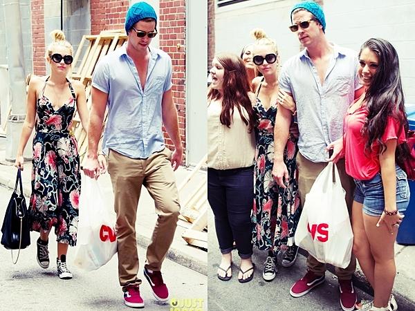 Le 19 Juillet 2012 • Le jeune couple a été aperçu en train de se promener et de faire du shopping dans Philadelphie