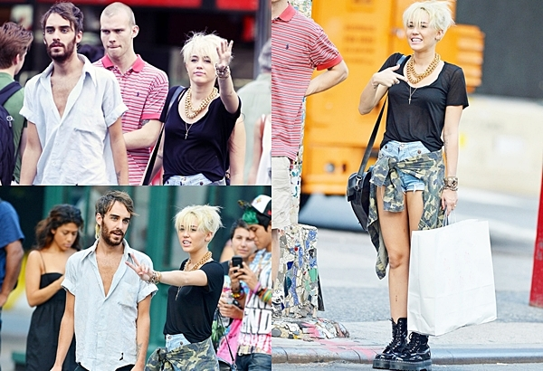 23  Août  2012 •  Miley a été vu avec son ami Cheyne faisant du shopping à New York.