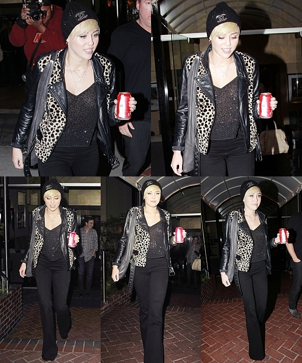 """Le 10 Octobre 2012 • Miley a participé à la """"City of Hope """" à Los Angeles. Elle a effectué plusieurs prestations."""