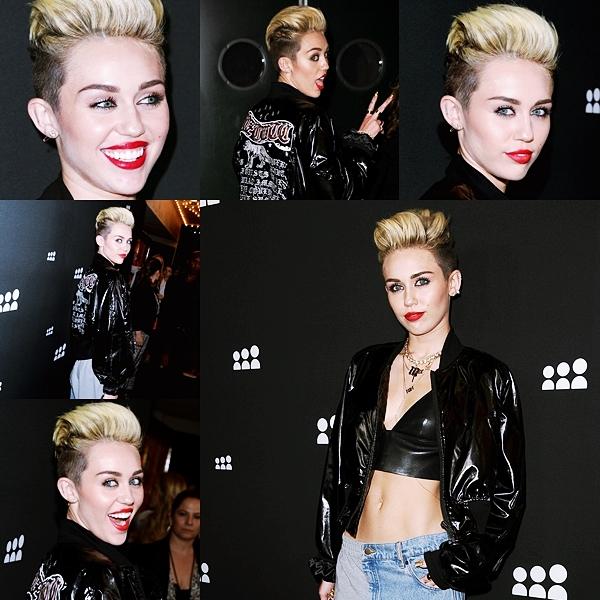 Le 14 juin 2013 • Miley Cyrus a fait la promotion de son nouveau single dans plusieurs radios. Ce jour là à Chicago elle a rendu visite à  B96 , 101,9 Radio Now et103.5 Kiss FM, puis elle a fait écouter son album à quelques privilégiés lors d'une soirée privée.