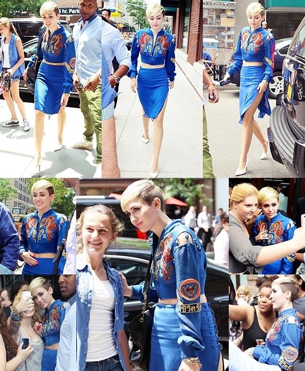 Le 27 juin 2013 Miley a visité quelques stations de radio afin de promouvoir son single à New York. Elle a rendu visite SiriusXM Studis, Hot 97 FM et 92,3.