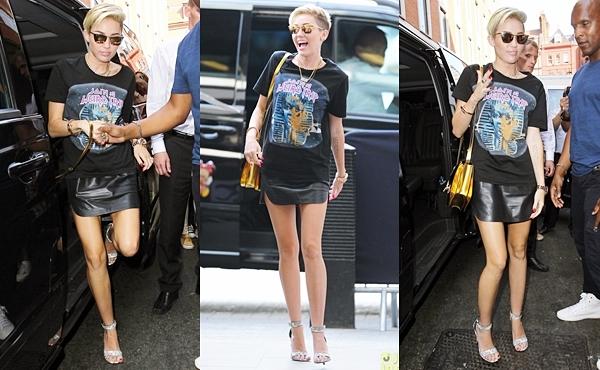 Le 18 juillet 2013  Miley arrive à la BBC Radio 1 Studios pour promouvoir son single.