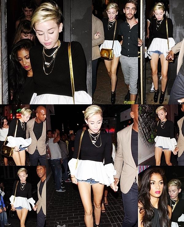 Le 21 juillet 2013  Miley est allée à la boutique Chanel.