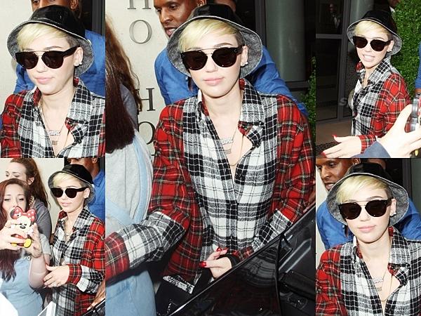 Le 22 juillet 2013  C'est en Allemagne qui Miley continue la promotion de son single dans les radios locales.