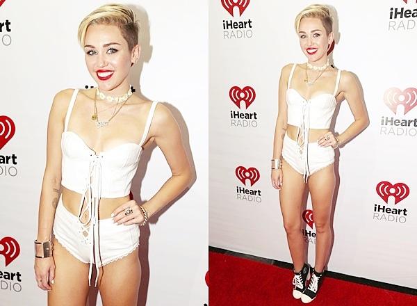 Le 21 Septembre 2013  Miley est montée sur scène pour  iHeartRadio Music Festival Village.  Elle a débuté sa performance avec We can't stop, puis elle a chanté Party In The USA, Look What They've Done To  My Song et Wrecking Ball. Dans la soirée elle est remontée sur scène pour refaire un mini concert dans une tenue très osée.
